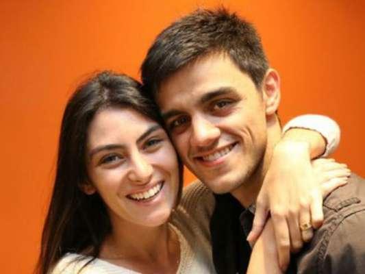 Felipe Simas e a mulher, Mariana Uhlmann, aumentaram a família com a chegada de Maria, nesta quinta-feira, 16 de fevereiro de 2017