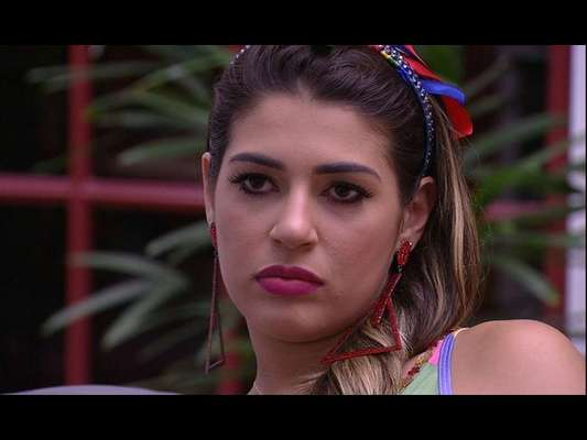 No 'Big Brother Brasil 17', Roberta confessa voto em Mayara à Vivian e Manoel: 'Tive a mente fraca'