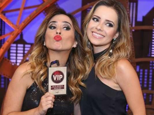 Tatá Werneck realizou um sonho ao gravar com Sandy em seu programa: a atriz ganhou uma carteitinha VIP da cantora!