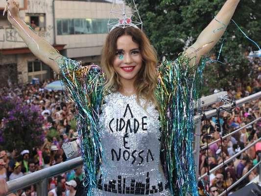 Leandra Leal comanda bloco Baixa Augusta, em São Paulo, em 19 de fevereiro de 2017