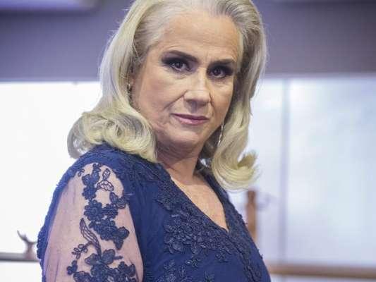 Na novela 'A Lei do Amor', Magnólia (Vera Holtz) vai matar Élio (João Campos) após descobrir que o jornalista roubou o celular de Tião (José Mayer) com provas contra ela