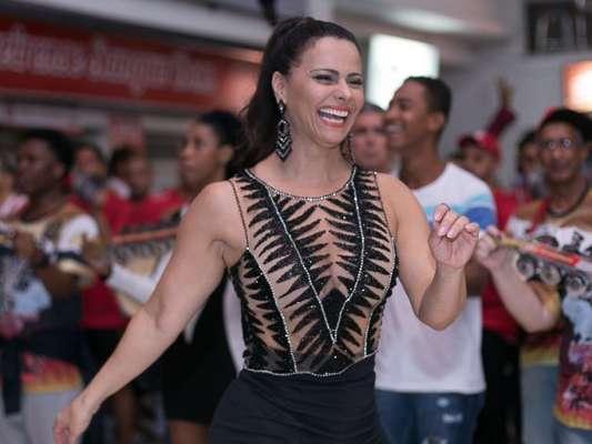 Viviane Araújo marca presença por mais um ano no reinado na Acadêmicos do Grande Rio