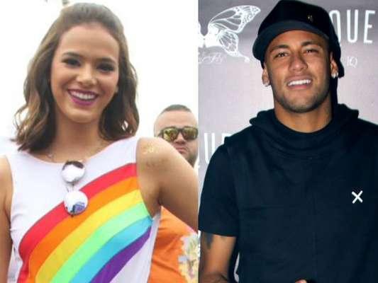 Bruna Marquezine fez transmissão de smartphone para o namorado, Neymar, durante o Bloco da Favorita, diz o colunista Leo Dias, do jornal 'O Dia', nesta segunda-feira, 27 de fevereiro de 2017