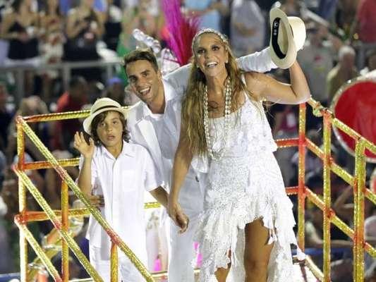 Ivete Voltará A Desfilar Com Marido E Filho Nas Campeãs