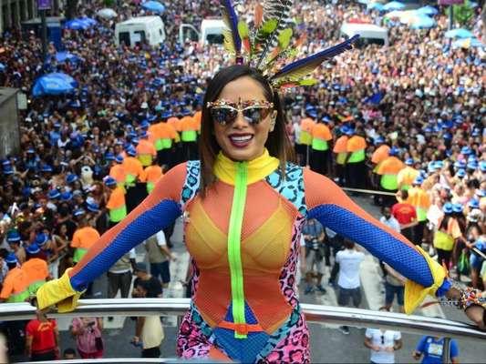 Anitta levou famosos para o Bloco das Poderosas e virou memes por causa do look