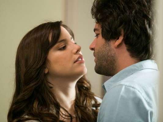 Na novela 'A Lei do Amor', Marina (Alice Wegmann) volta a provocar Tiago (Humberto Carrão) e sugere que os dois gravem filme pornô no capítulo que tem previsão de ir ao ar no dia 25 de março