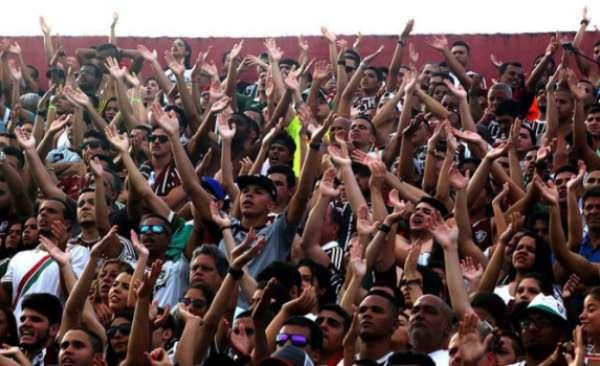 Torcida do Fluminense fez bonita festa no Giulite Coutinho no ano passado. Lembre algumas partidas no estádio na galeria