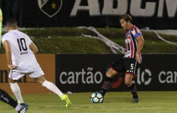 Lugano foi titular pela terceira vez na temporada, contra o ABC