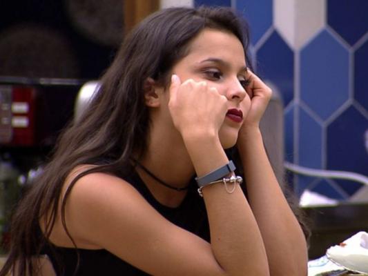 No 'BBB17', Marcos pede tempo à Emilly, propõe amizade e sister chora: 'Monstro'