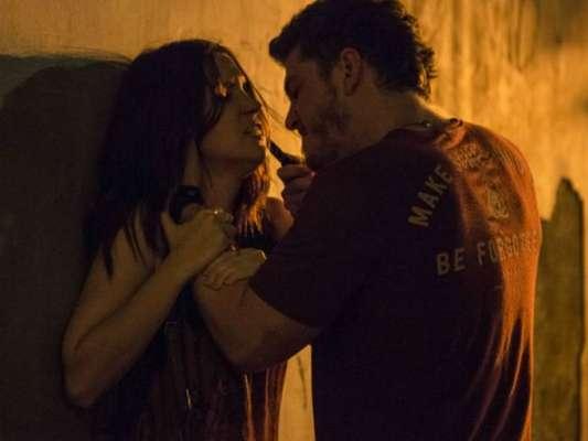 Júlia (Nathalia Dill) é confundida com Lorena (Nathalia Dill) por Alex (Caio Paduan) e constata que o vilão não morreu, como ela já havia afirmado, no capítulo que vai ao ar quarta-feira, dia 29 de março de 2017, na novela 'Rock Story'