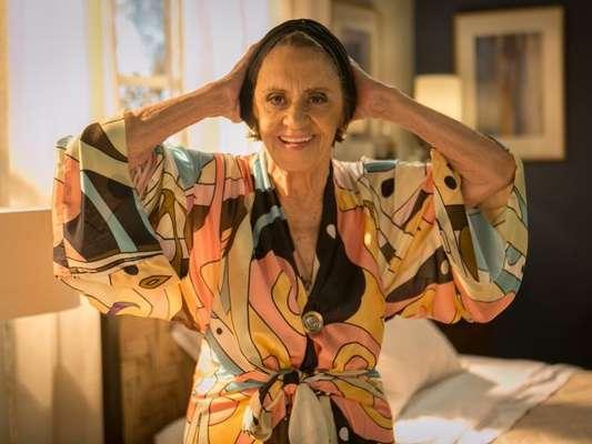 Após passagem de sete anos Sinhá (Laura Cardoso) volta ao Brasil para sequestrar o filho de Alice (Giovanna Antonelli) e Mario (Bruno Gagliasso), na novela 'Sol Nascente', que termina na terça-feira, 21 de março de 2017