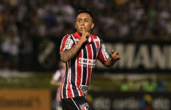 Cueva tem seis gols em 12 partidas na temporada