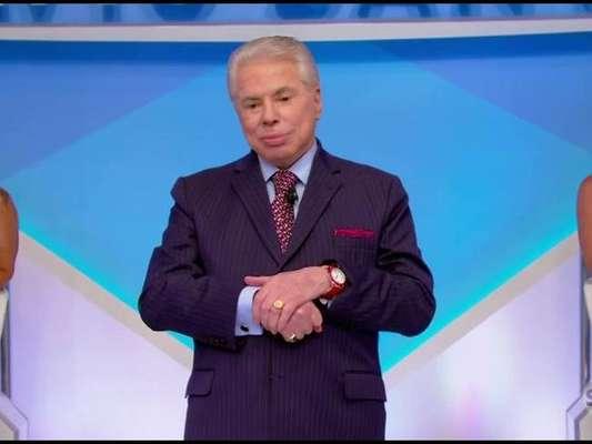 Silvio Santos apareceu com os cabelos brancos neste domingo, 19 de março de 2017, em seu programa no SBT