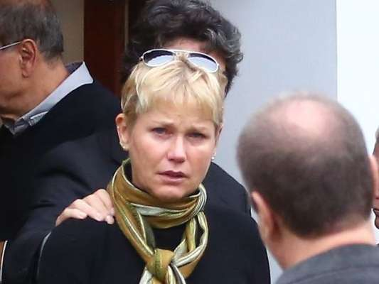 Xuxa vai optar por cremar o corpo do pai, Luiz Floriano Meneghel, diz o colunista Leo Dias, do jornal 'O Dia', nesta segunda-feira, 20 de março de 2017