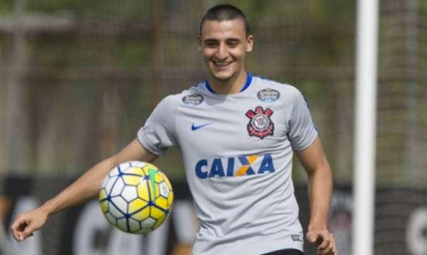 Mantuan já treina entre os profissionais do Corinthians