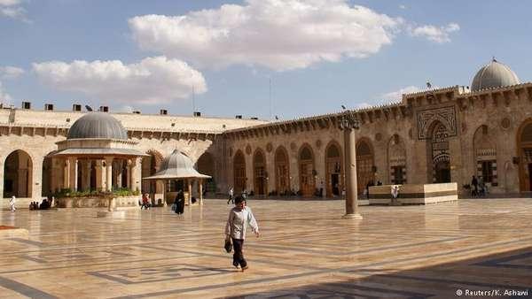Grande Mesquita de Aleppo (antes). Em 2010, as insurreições no mundo árabe ainda não haviam chegado à Síria e à famosa Grande Mesquita de Aleppo. Construído no ano 715, o local de culto é considerado um dos Patrimônios Mundiais da Humanidade.