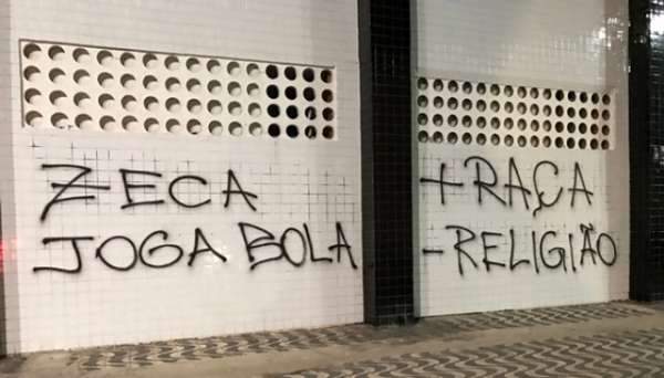 Vila Belmiro tem o muro pichado por torcida
