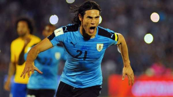 Cavani comemora o gol do Uruguai contra o Brasil. Mal sabia ele..