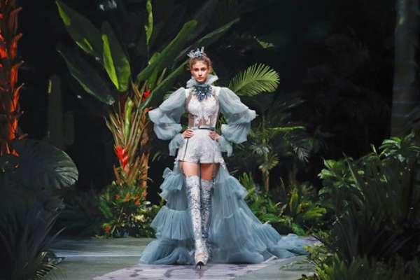 Los vestidos de novia sugerentes e innovadores que inundaron la pasarela de la Mercedes-Benz China Fashion Week 2017.