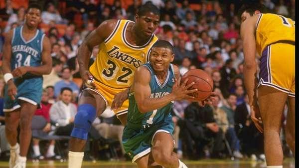 Tyrone 'Muggsy' Bogues tiene el récord como el jugador más bajito en jugar en la NBA. Jugó un total de 889 partidos consiguiendo 6.858 puntos. Vistió el uniforme de los Hornets de 1988 a 1997 y se retiró en 2001 en los Raptors
