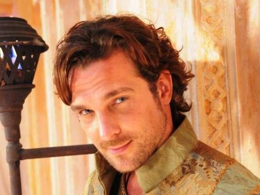 Zac (Igor Rickli) mente ao dizer para Joana (Milena Toscano) que Asher (Dudu Azevedo) está morto, no capítulo de quinta-feira, 13 de abril de 2017, da novela 'O Rico e Lázaro'