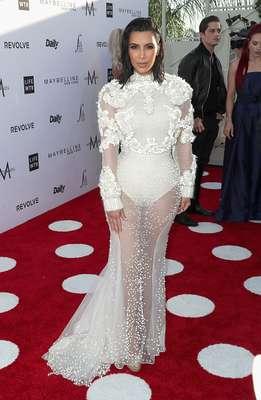 El look revelador de Kim Kardashian en la tercera edición de los Fashion Los Angeles Awards.