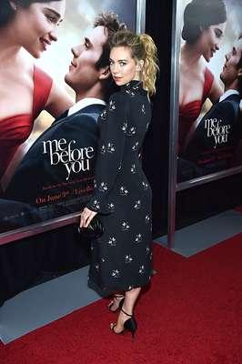 Vanessa Kirby desborda elegancia y sensualidad sobre una alfombra roja.