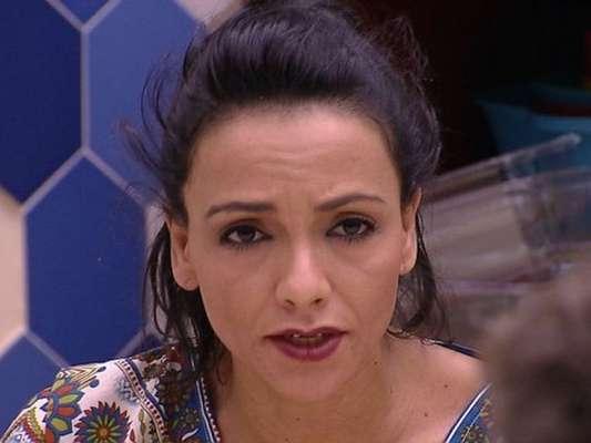 Marinalva chamou Emilly de desestruturada e mau-caráter durante discussão com a gaúcha e Marcos na manhã deste domingo, 9 de abril de 2017