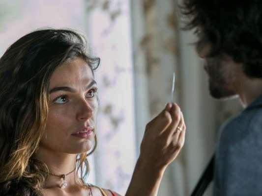 Ritinha (Isis Valverde) diz a Ruy (Fiuk) que está grávida e ele se irrita: 'Não dava pra ter tomado mais cuidado, não?', ele questiona, em cenas previstas para irem ao ar a partir de 21 de abril, na novela 'A Força do Querer'