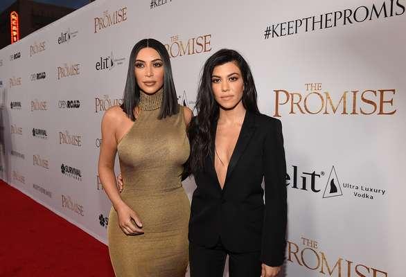 Kim Kardashian lució como una 'Cleopatra' moderna con su traje Versace de aire vintage'