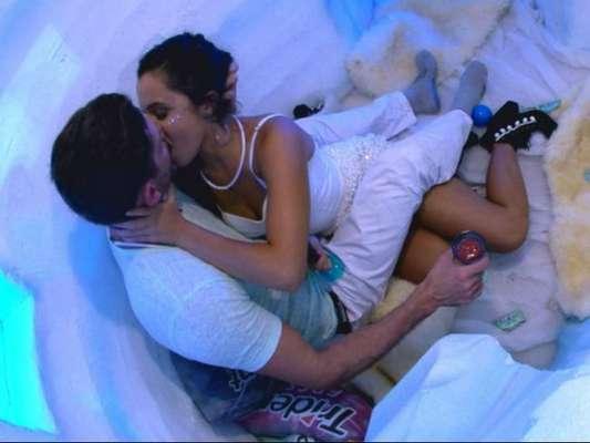 Emilly e Marcos se beijaram a primeira vez no 'BBB17' no dia 18 de fevereiro de 2017