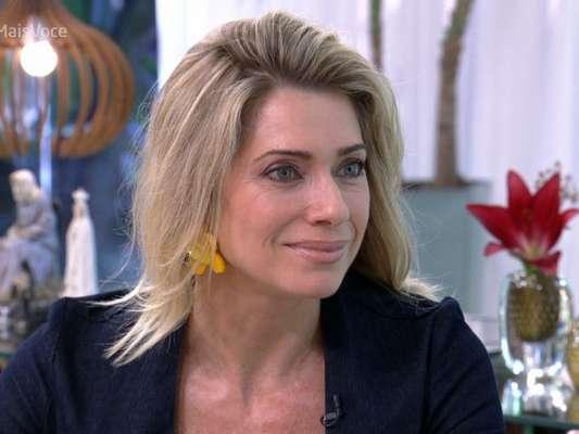 Leticia Spiller dança e gira ao vivo na TV e vira meme: 'Pião da casa própria'