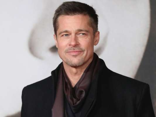 Brad Pitt está aproveitando a vida de solteiro depois que se divorciou de Angelina Jolie. Segundo uma fonte, ele está 'namorando um pouco'