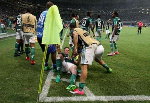Os gols no fim: Palmeiras 3 x 2 Peñarol - Fabiano, aos 54' do segundo tempo