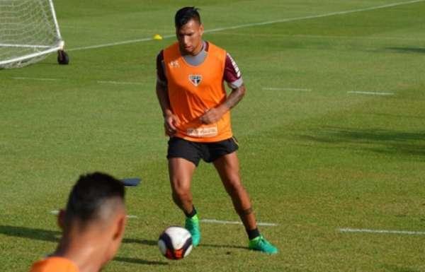 Chavez durante treino do São Paulo nesta quinta-feira