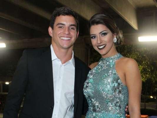 Apesar de não rotularem o relacionamento, Manoel Rafaski e Vivian Amorim, do 'BBB17', curtiram juntos a festa de casamento da ex-sister Elis na noite desta quinta-feira, 20 de abril de 2017