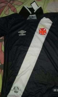 Imagem da nova camisa do Vasco vazou na noite desta quinta-feira. Confira a seguir outras imagens na galeria especial do LANCE!