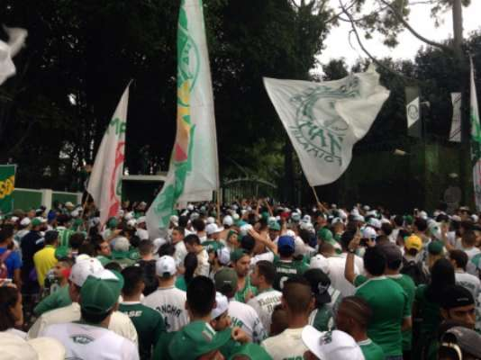 Torcida do Palmeiras na Academia de Futebol