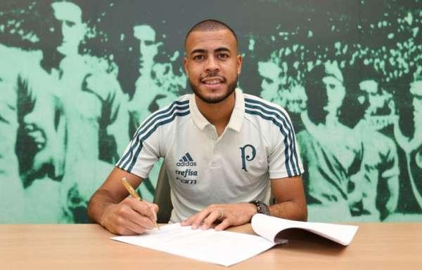 Mayke assina contrato com o Palmeiras