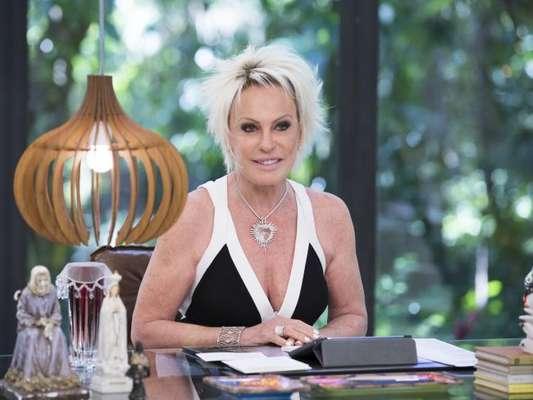 Ana Maria Braga se queimou ao passar roupa ao vivo no 'Mais Você' desta quarta-feira, 17 de maio de 2017: 'Não pode botar a mão'