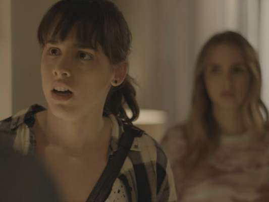 Em 'Malhação - Viva a Diferença', Lica (Manoela Aliperti) é obrigada pelos pais a almoçar com Clara (Isabella Scherer), em uma tentativa de fazer as amigas se entenderem