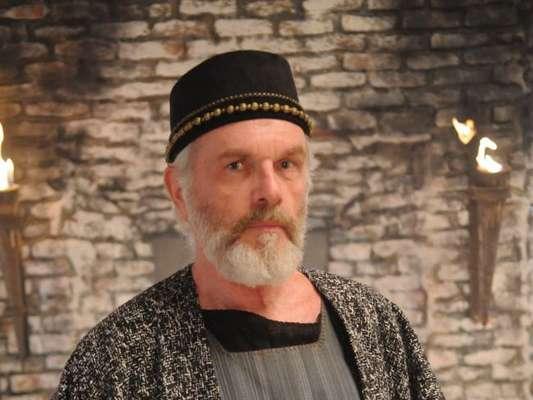 Chaim (Henri Pagnoncelli) é encontrado morto, nos próximos capítulos da novela 'O Rico e Lázaro'