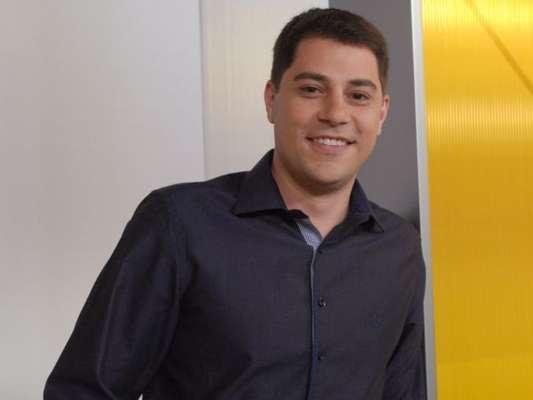 Evaristo Costa ataca de cupido e ajuda romance de internauta nesta quinta-feira, dia 18 de maio de 2017