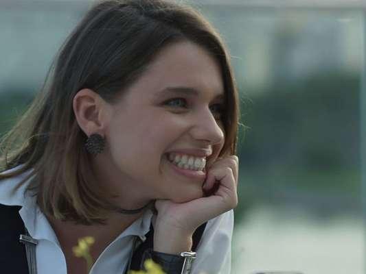 Cibele (Bruna Linzmeyer) presta queixa contra Ruy (Fiuk) por agressão e se diverte com a tensão dele, na novela 'A Força do Querer', a partir de 29 de maio de 2017