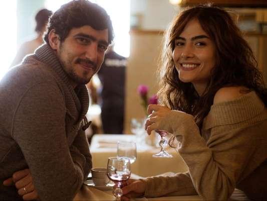 Renato Góes elogiou Maria Casadevall, seu par romântico na série 'Os Dias Eram Assim'