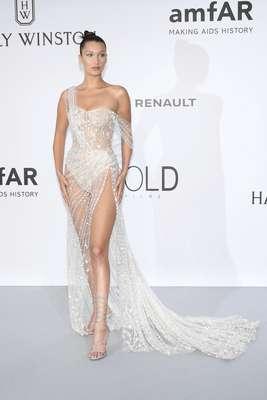 Así de sexy brilló Bella Hadid en la amfAR Gala Cannes 2017.