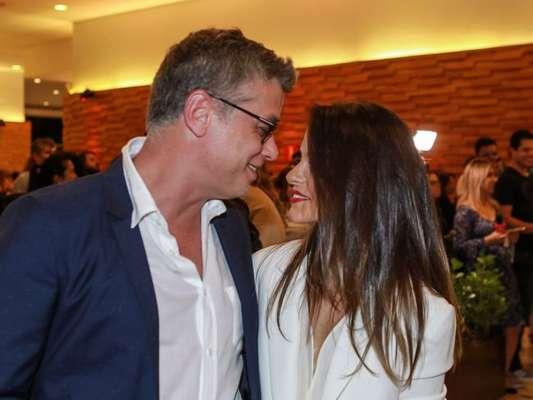 Fabio Assunção comemora 1 ano e 5 meses de namoro com Pally Siqueira: 'Alegria'