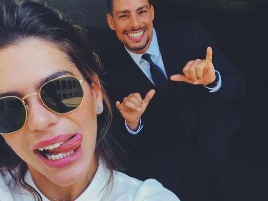 Cauã Reymond aparece em foto divertida postada por Mariana Goldfarb no Instagram, na manhã deste sábado, 17 de junho de 2017