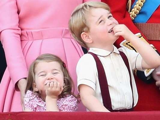 Princesa Charlotte faz caras e bocas e rouba a cena em evento real