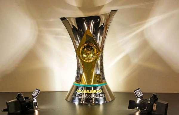 Apenas dois campeões brasileiros (Cruzeiro-2014 e Corinthians-2011) lideravam a competição após 8 rodadas. Um dos líderes, o Internacional-2016, acabou rebaixado ao fim da disputa. Confira como estava o G6 ano a ano na 8ª rodada desde 2006 (Brasileirão com 20 clubes)...